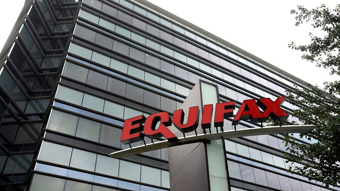 Top Democrat Likens Equifax to Enron as FTC Launches Probe